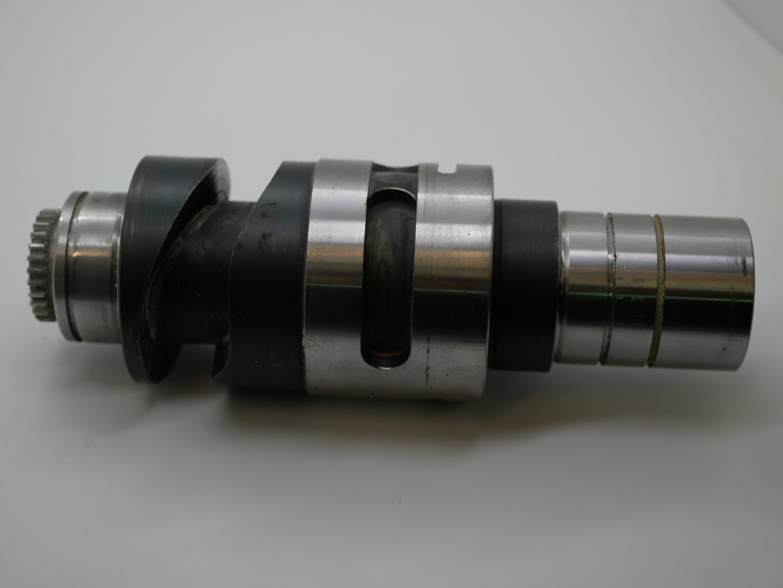 XL105 Camshaft for Pull Lay HDM: F2.072.052/09