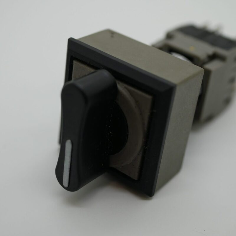 Selector Switch - 2 position & 1 release AG225-P6B33
